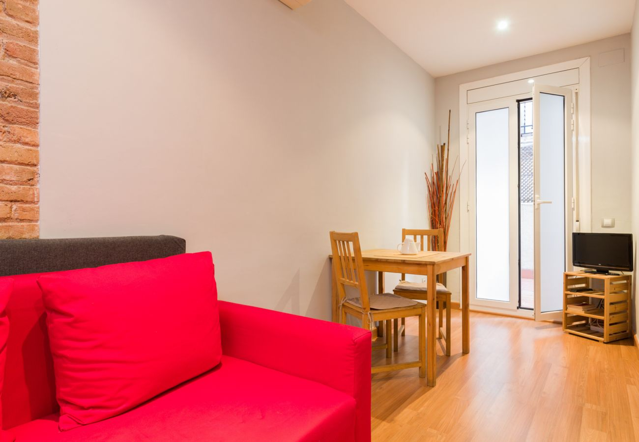 Apartment in Barcelona - Cute restored flat for rent with private terrace in Barcelona center, Gracia