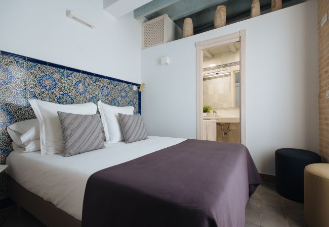 Rent by room in Sevilla - Casa Assle Suite balconies 2