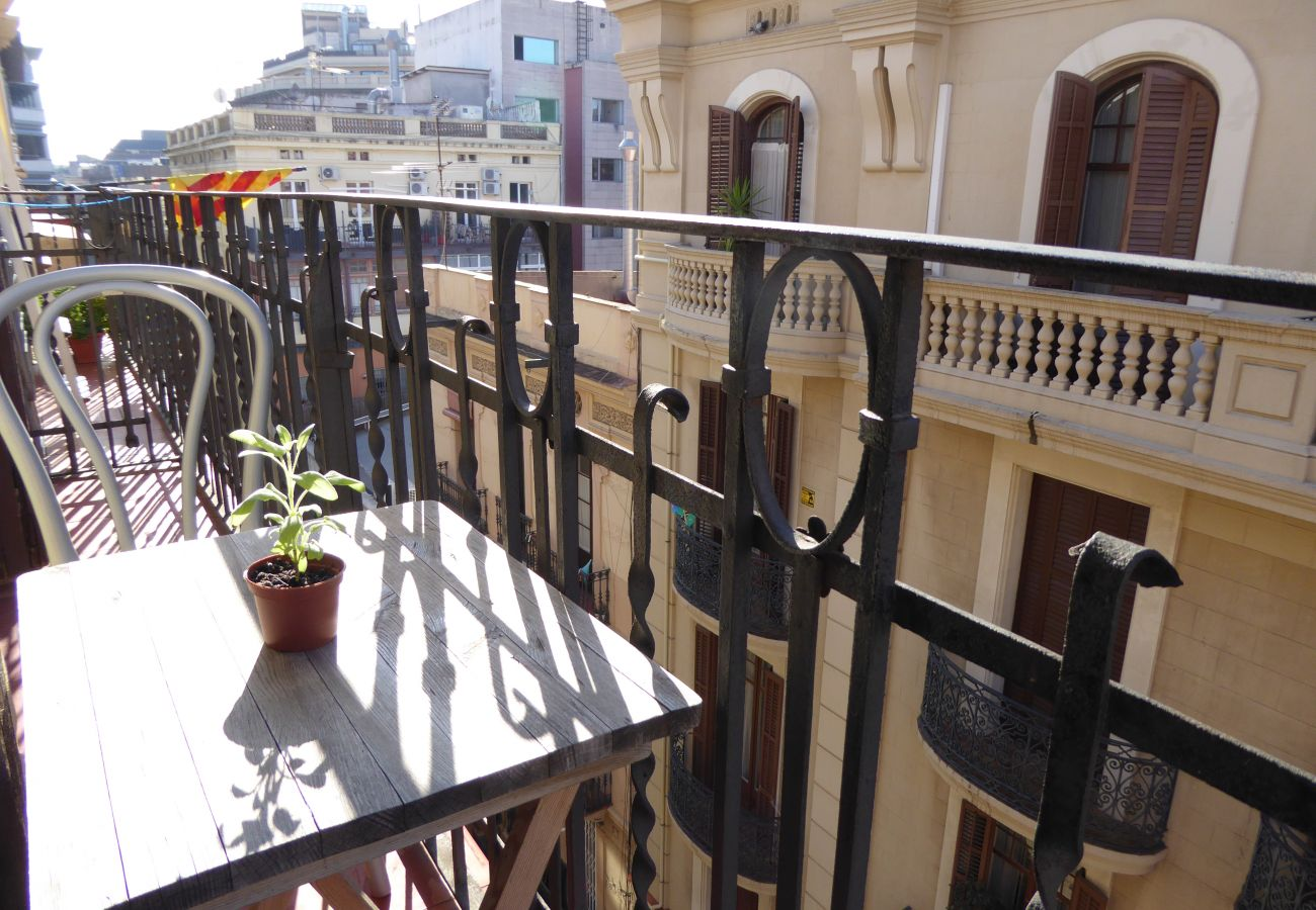 Appartement à Barcelone - Appartement rénové, très lumineux, tranquile à louer à Barcelone centre, Gracia.